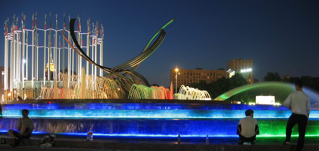Fountain_moscow_europe_square_night_bird