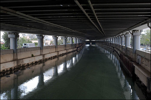 500px-20090426_kifissos_river_under_the_highway_view_athens